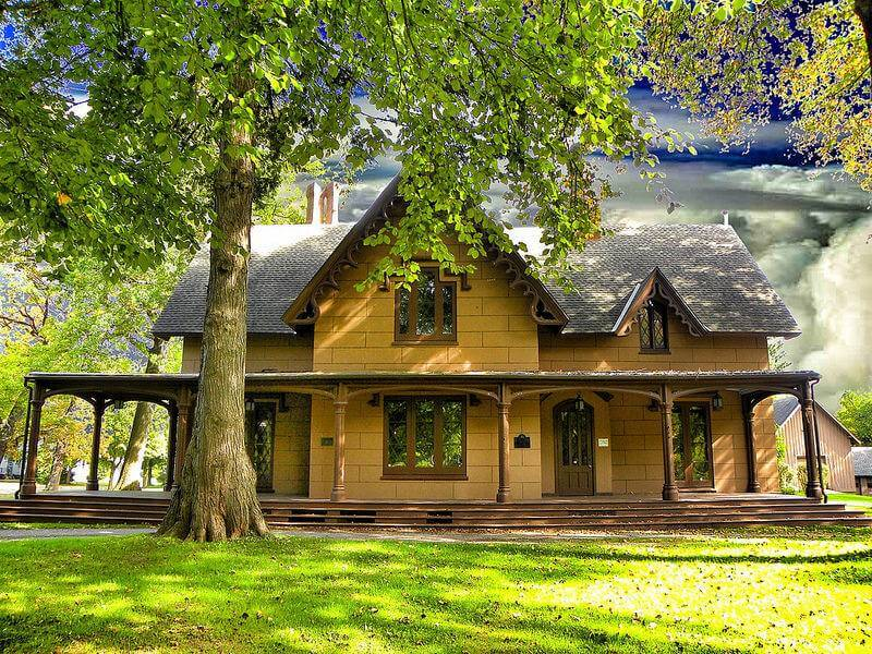 Want to Buy a Historic Home? Consider These 6 Things FIRST.